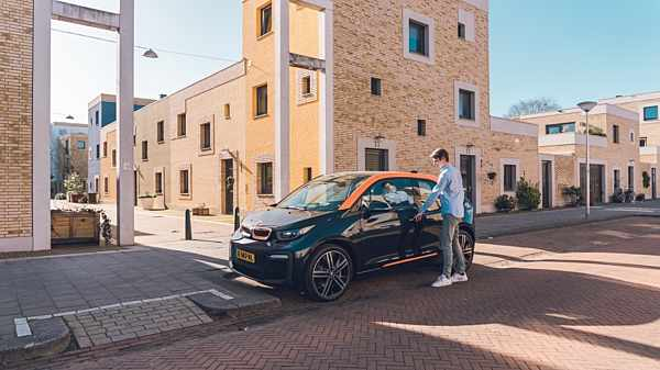 ProLease levert nieuwe auto's voor Amber